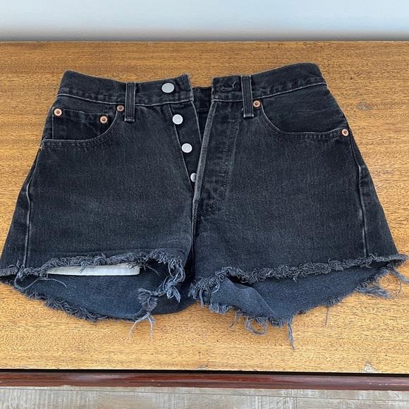 Vintage black Levi's cutoff short w27 l30
